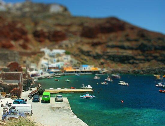 Santorini Harbour by johnnytourettes