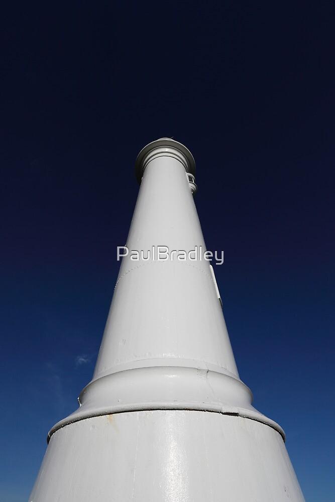 Seaburn Lighthouse (Minimal) by PaulBradley