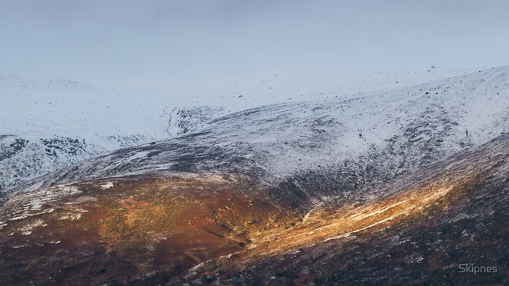 Sunlit mountain. by Skipnes