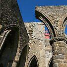 St Mathieu - Le Phare et les Ruines de l'Abbaye by Jean-Luc Rollier