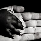 Main dans la main by Marie Moriscot