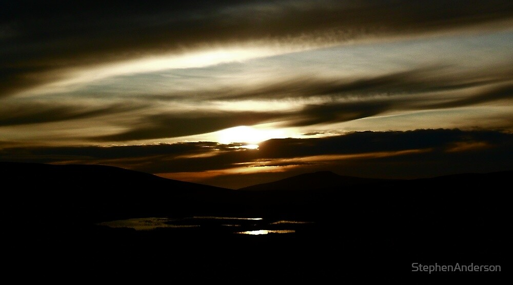 Da sun at da back o da house  by StephenAnderson