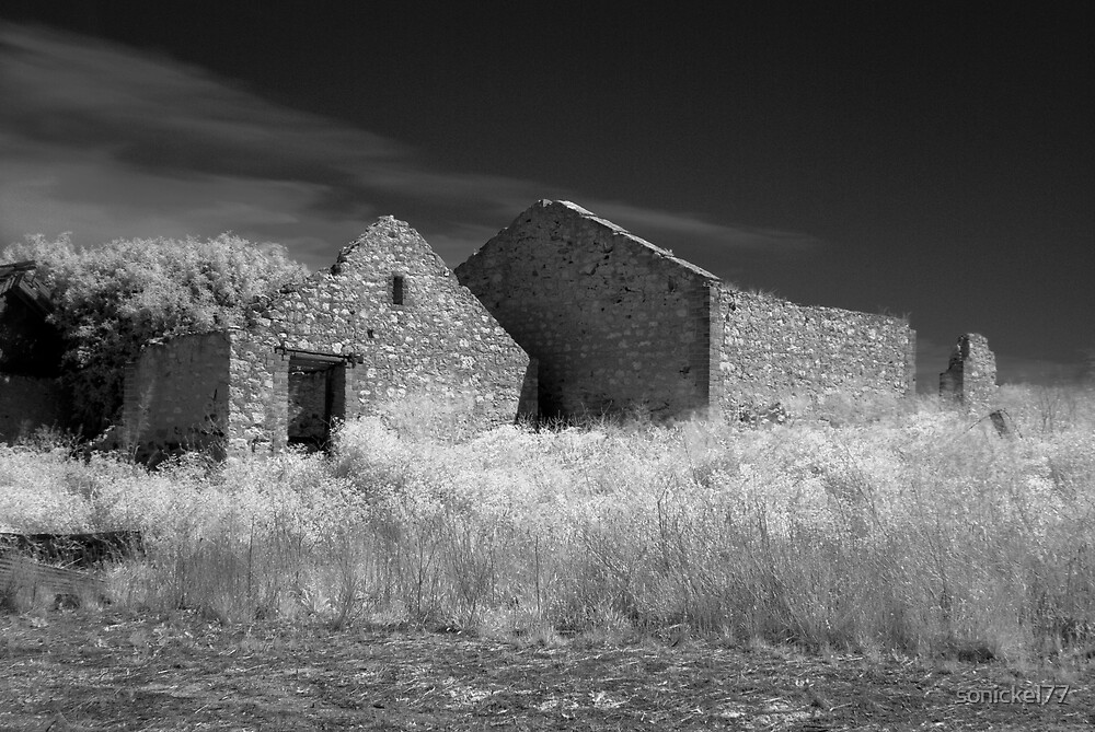 Infrared ruined farmhouse by sonickel77