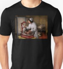 Nurse - The pediatrics ward 1943 Unisex T-Shirt