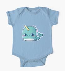 Kawaii blaues Narwal Baby Body Kurzarm