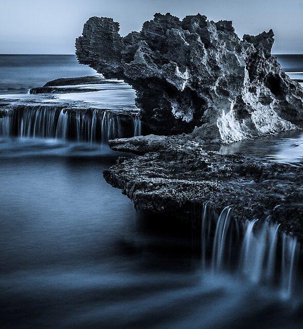 Blue Dragon Rock by Alan  Wright