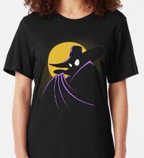 Der Terror, der in der Nacht flattert Slim Fit T-Shirt