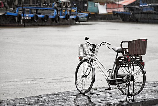 Hoi An bicycle in rain by kmatm