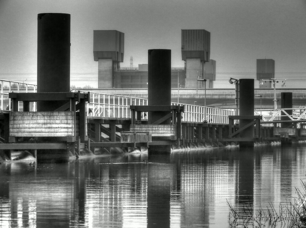 Amsterdam Rhinecanal locks by Peter Wiggerman