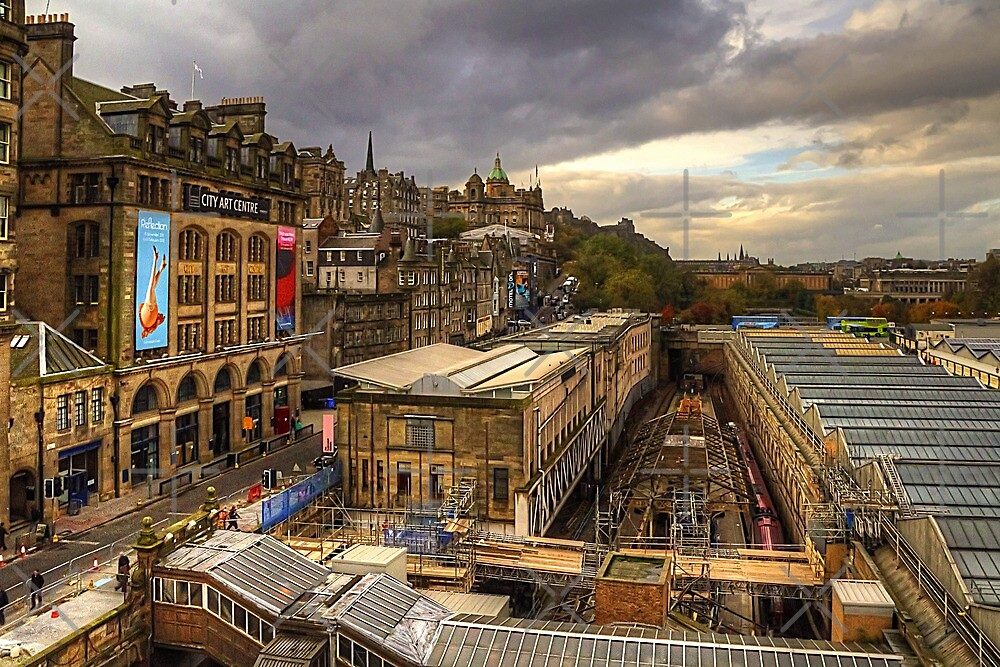 Waverley Station by Tom Gomez