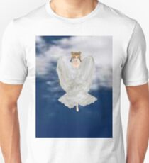 Serena cloaked in her wings   T-Shirt