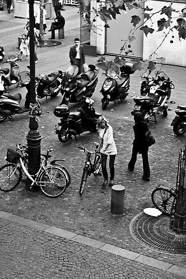 Parisian Girl by MorganaPhoto