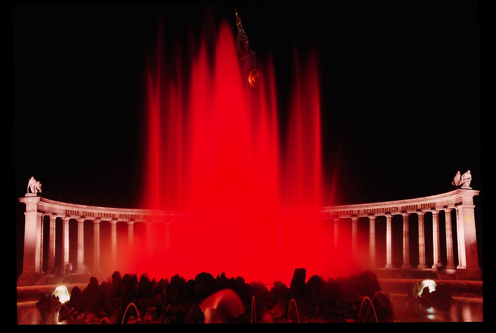 Red Waterfountain by amira