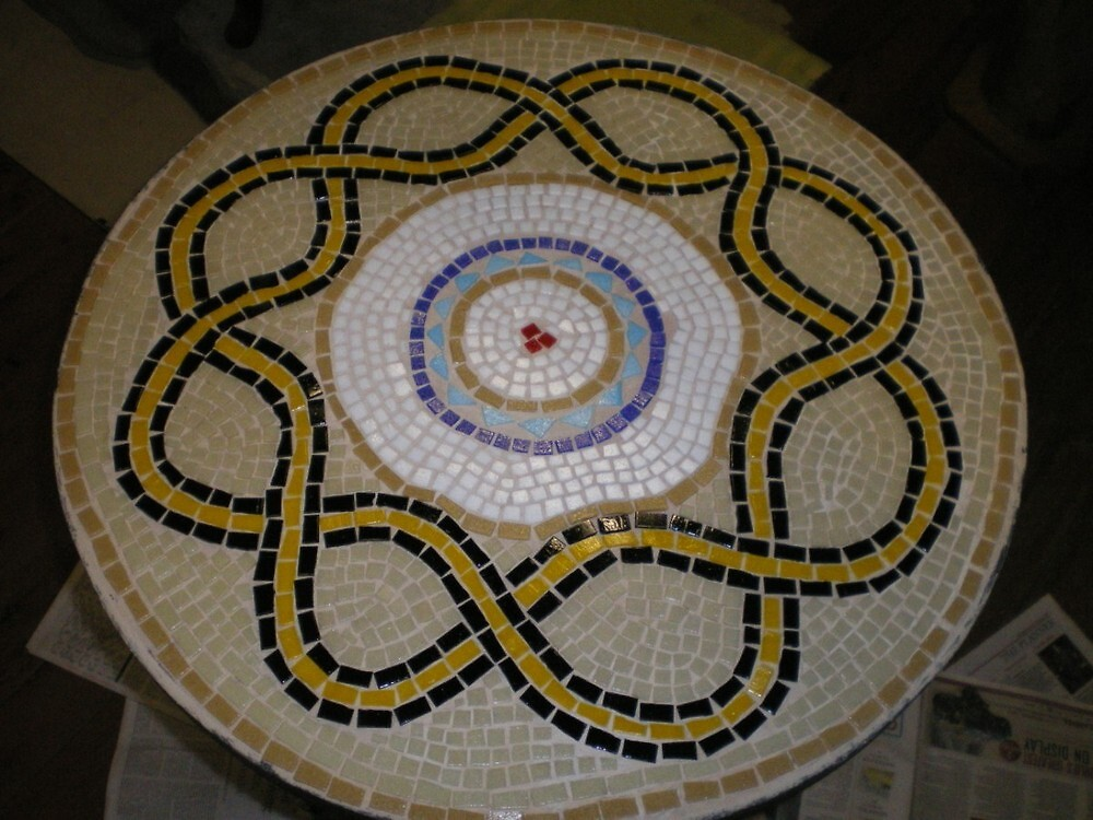 mosaic table by jocelynh