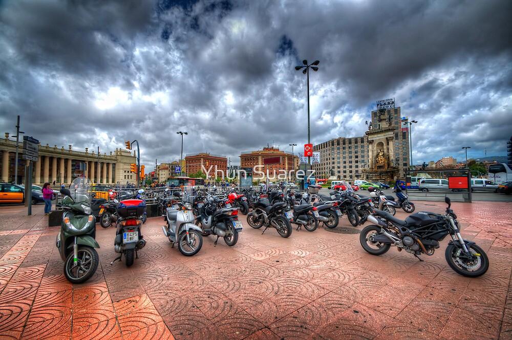Barcelona Bikes by Yhun Suarez