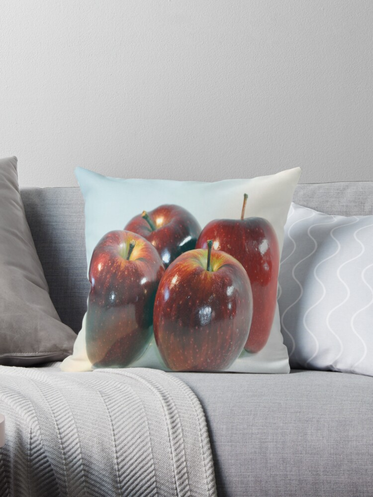 Apples by RosiLorz