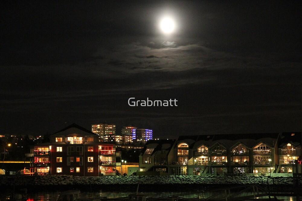 Reykjavík at Night by Grabmatt
