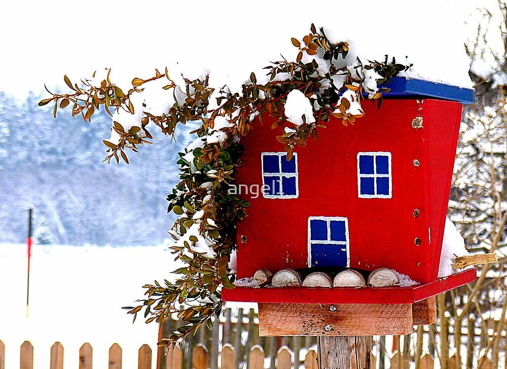 The bird feeding house by ©The Creative  Minds