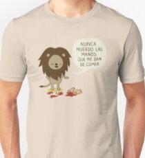 Nunca muerdo las manos que me dan de comer T-Shirt