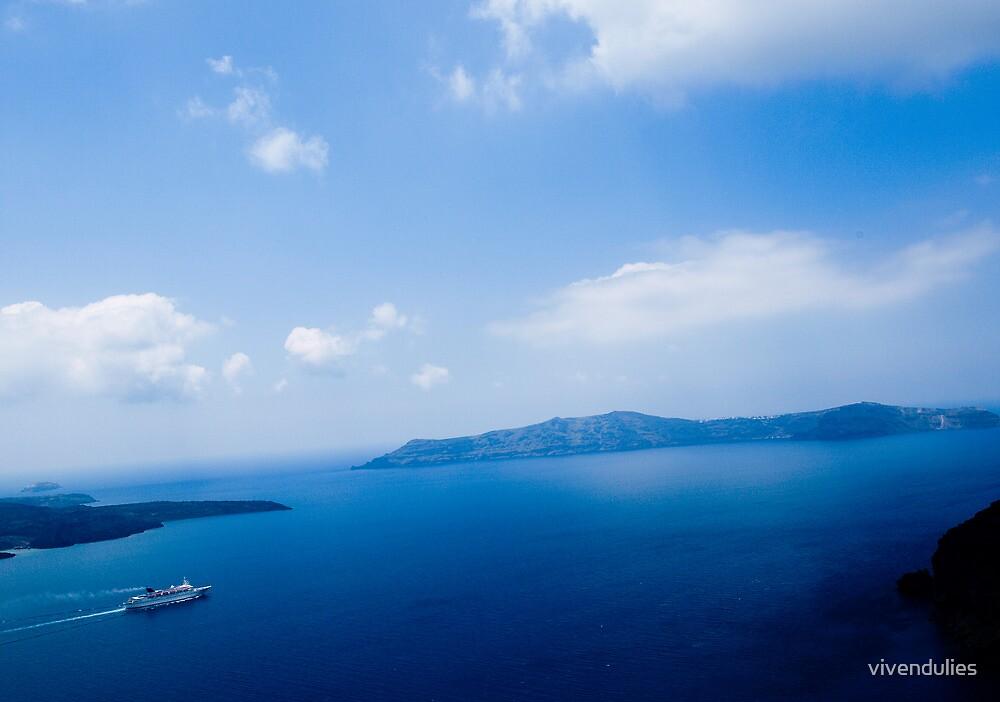 Cruiser in Santorini, Greece VRS2 by vivendulies