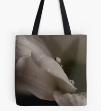 Daisy with Water Droplets Tote Bag