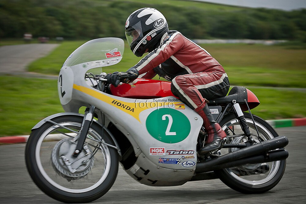 Tommy Robb riding Honda no2 by fotopro