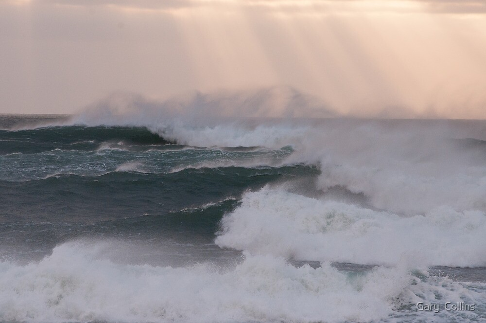 Atlantic Swell Waves by Gary  Collins