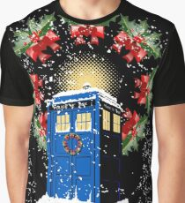 A WARM & COMFORTABLE TARDIS IN THE SNOWSTORM  Graphic T-Shirt