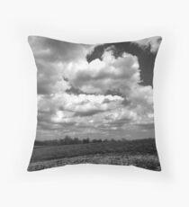 The sky speaks volumes Throw Pillow