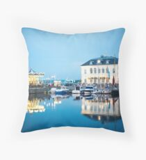 honfleur at night Throw Pillow