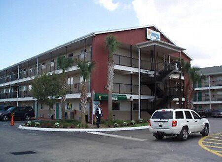 Hotel Near Sea World Orlando . by chelsemichal