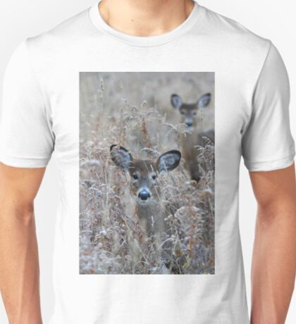 In the Meadow - White-tailed deer T-Shirt