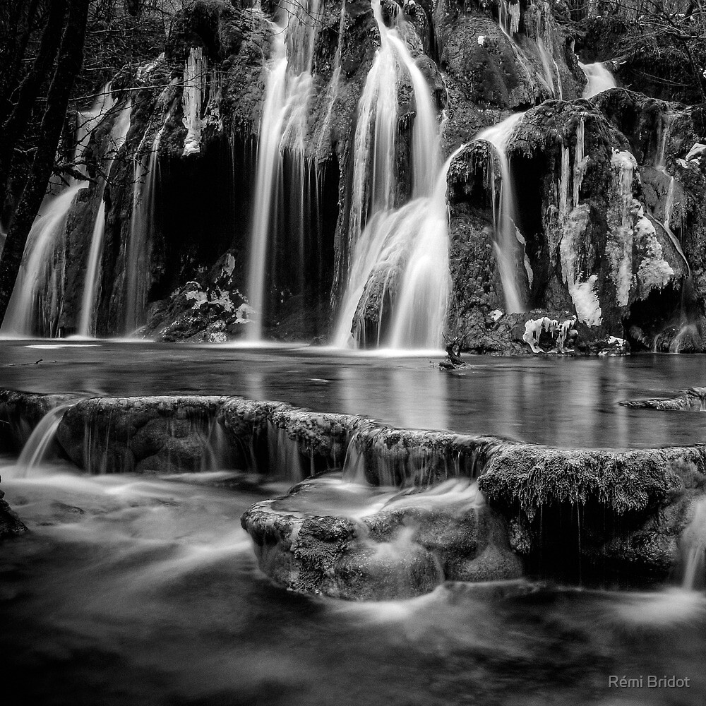 The Tufs waterfall by Rémi Bridot