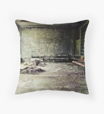 Chernobyl - лікарня V Throw Pillow