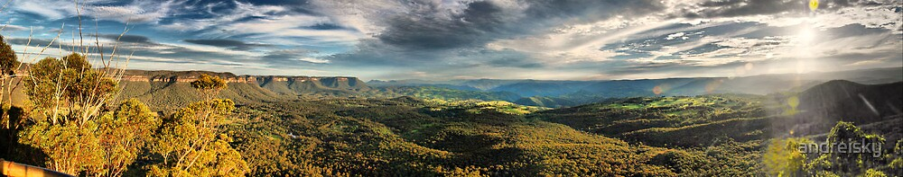 Blue Mountains autumn panorama by andreisky