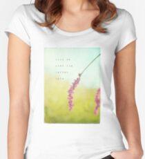 Kiss Me Tailliertes Rundhals-Shirt
