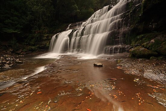 The Right Side of Liffey Falls by tinnieopener