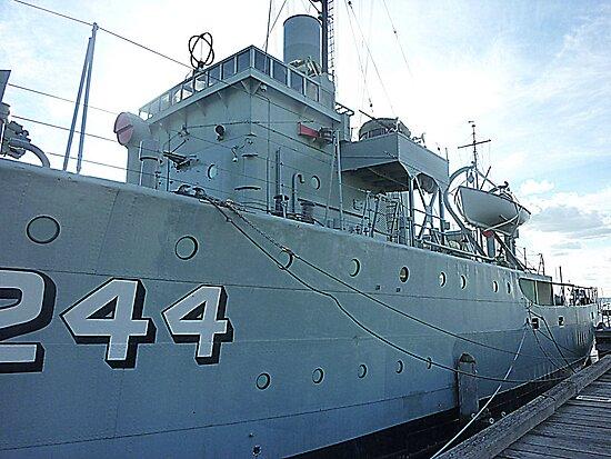 HMAS Castlemaine - Gem St. Pier, Williamstown. Vic by EdsMum