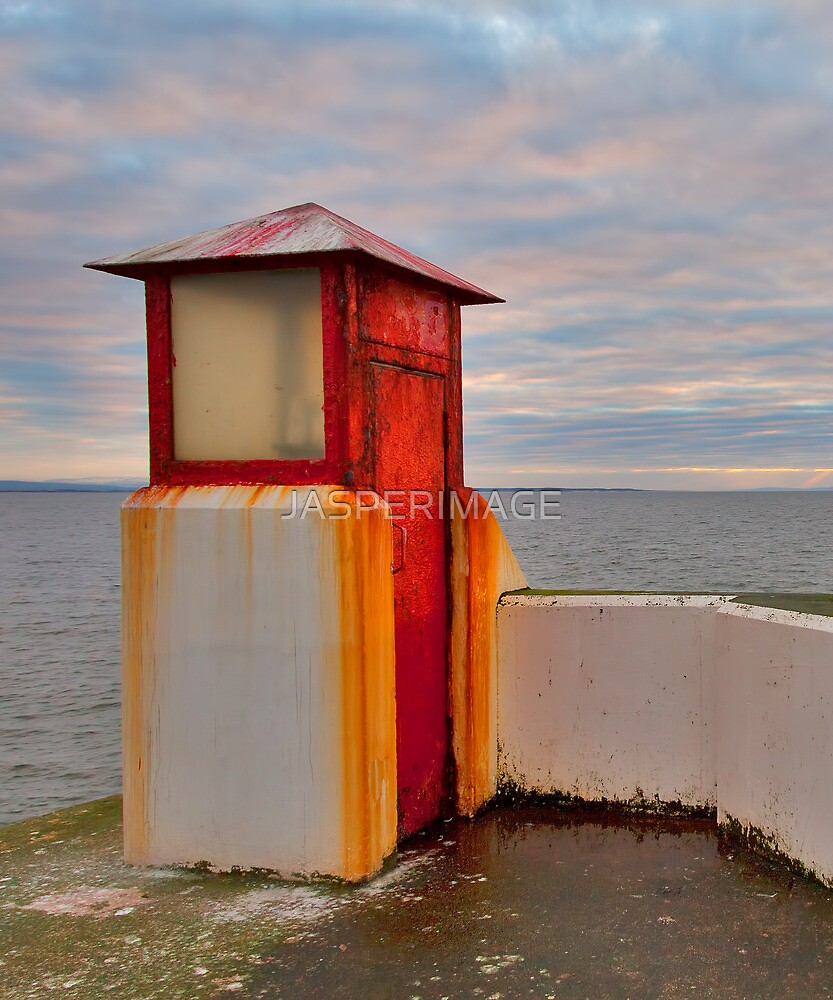 BURGHEAD THE HARBOUR LIGHT by JASPERIMAGE