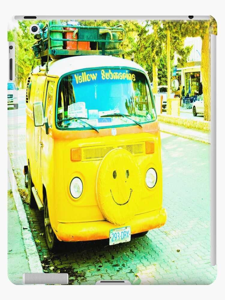 Happy, yellow car. by ALEJANDRA TRIANA MUÑOZ