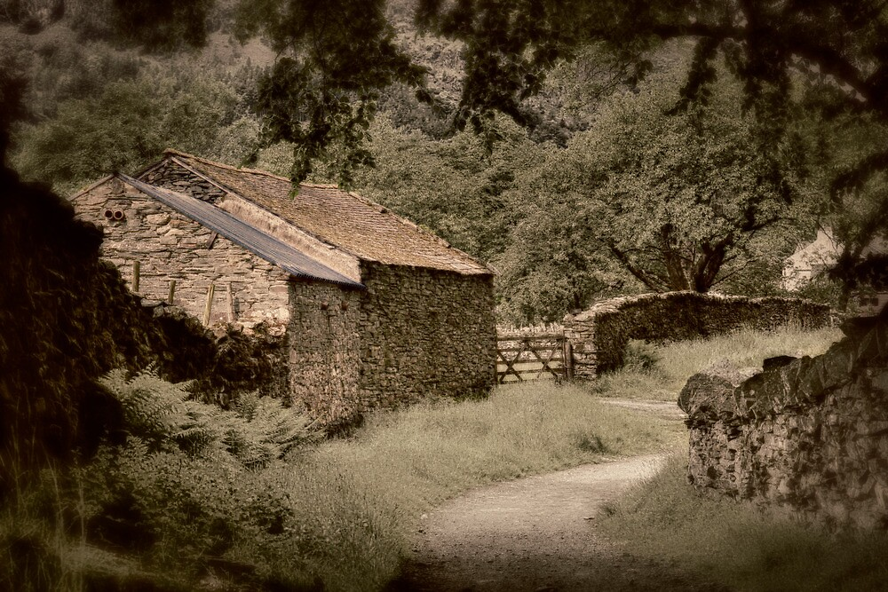 Stone Barn by Jerry Deutsch