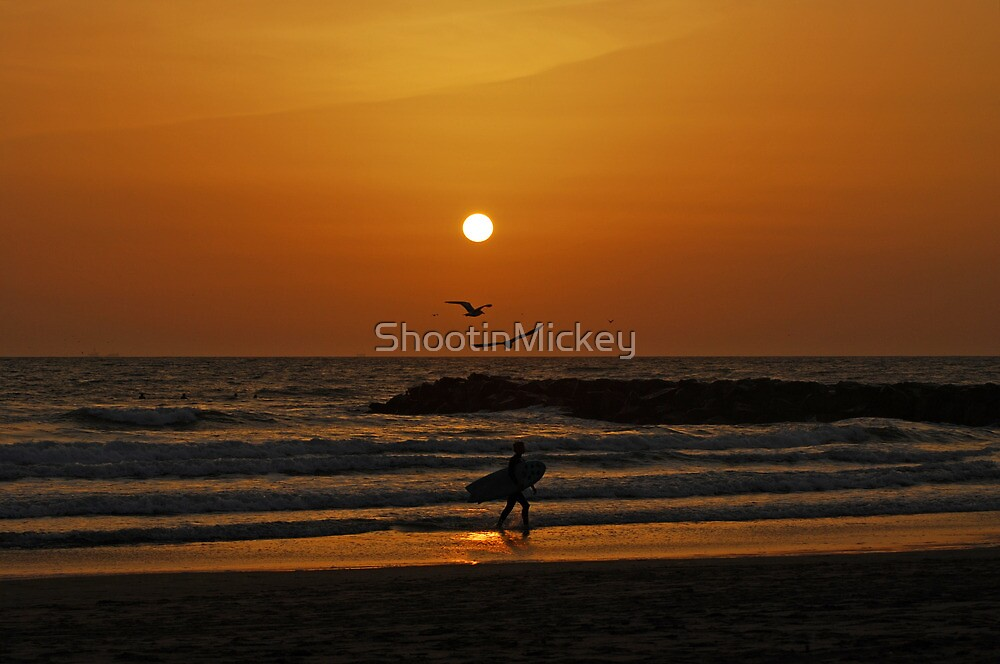 Sunset at Huntington Beach by ShootinMickey