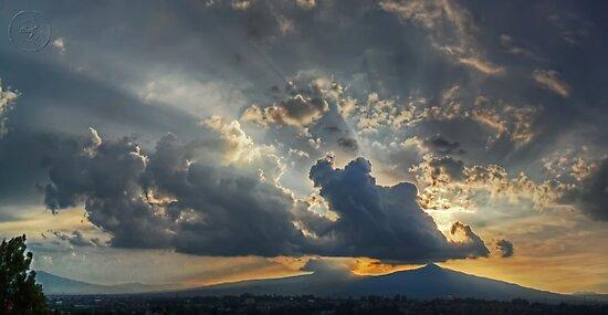 ©HCS Sunshine Between Cumulonimbus Castellanus II by OmarHernandez
