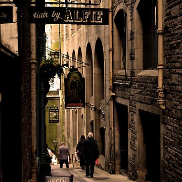 Alley in Edinburgh by thonghj