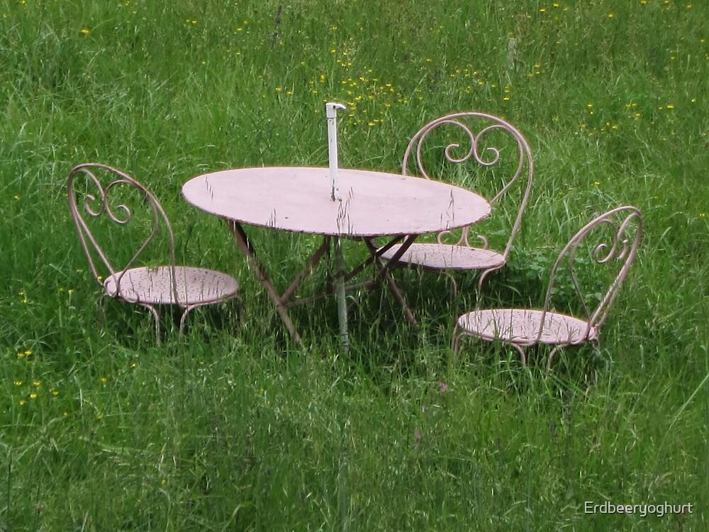 Table and chairs by Erdbeeryoghurt