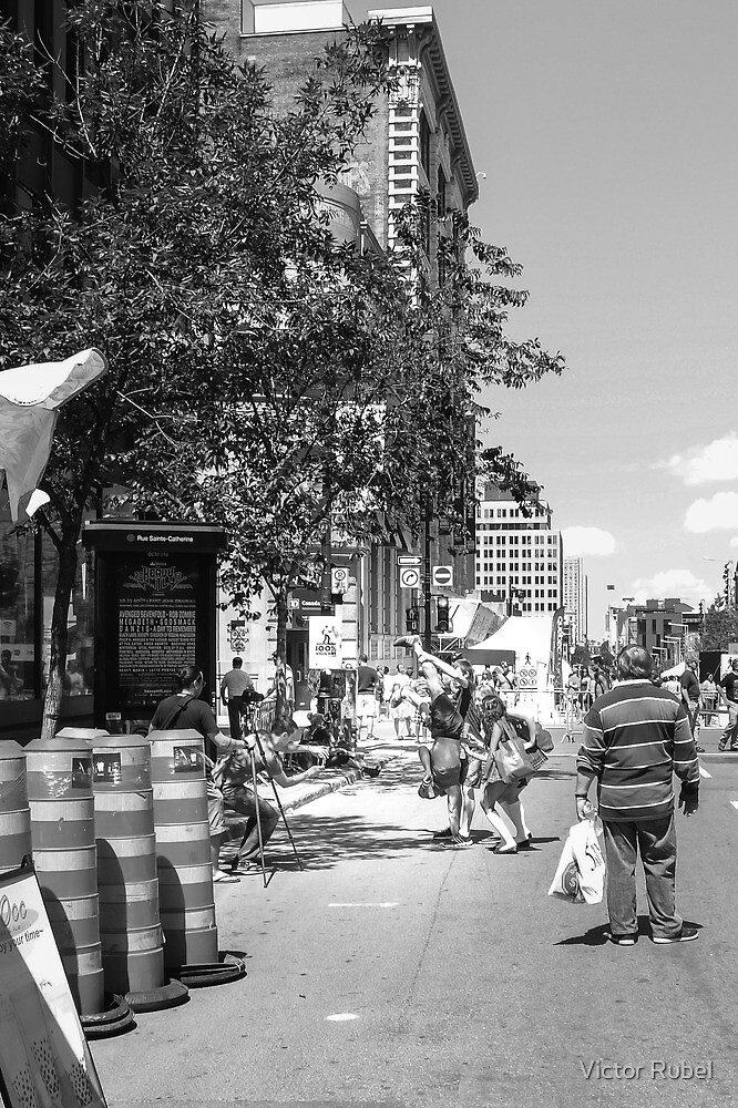 Montreal Street 2 by Victor Rubel