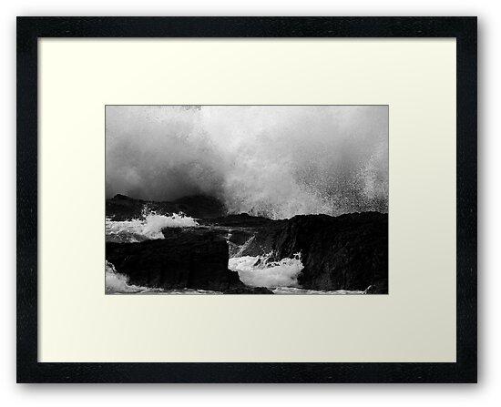 Waves At Snapper Rocks by Noel Elliot