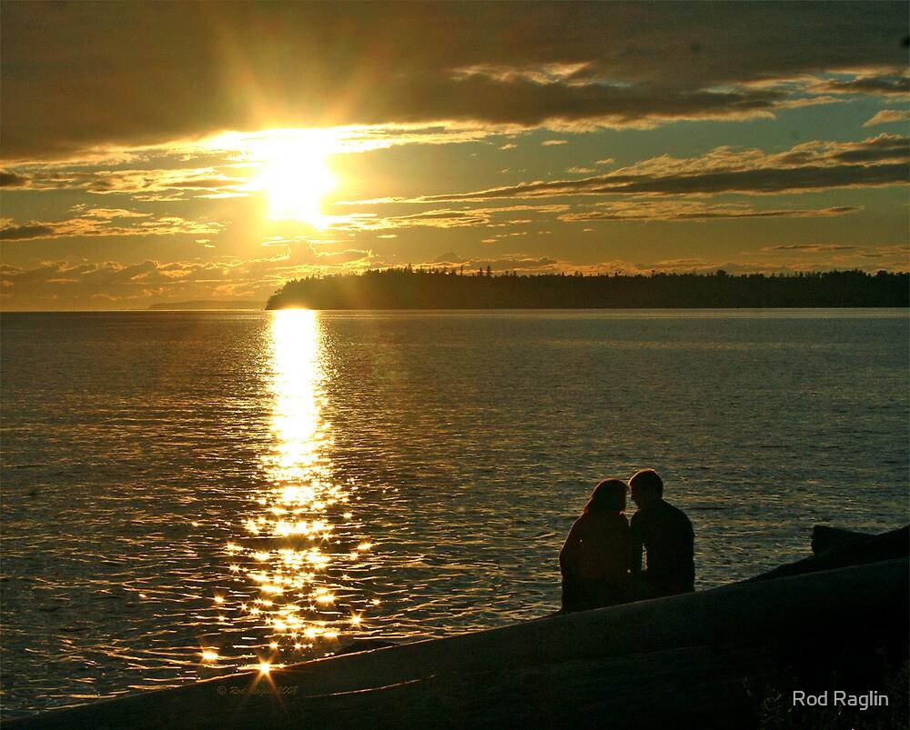 Sunset Lovers by Rod Raglin