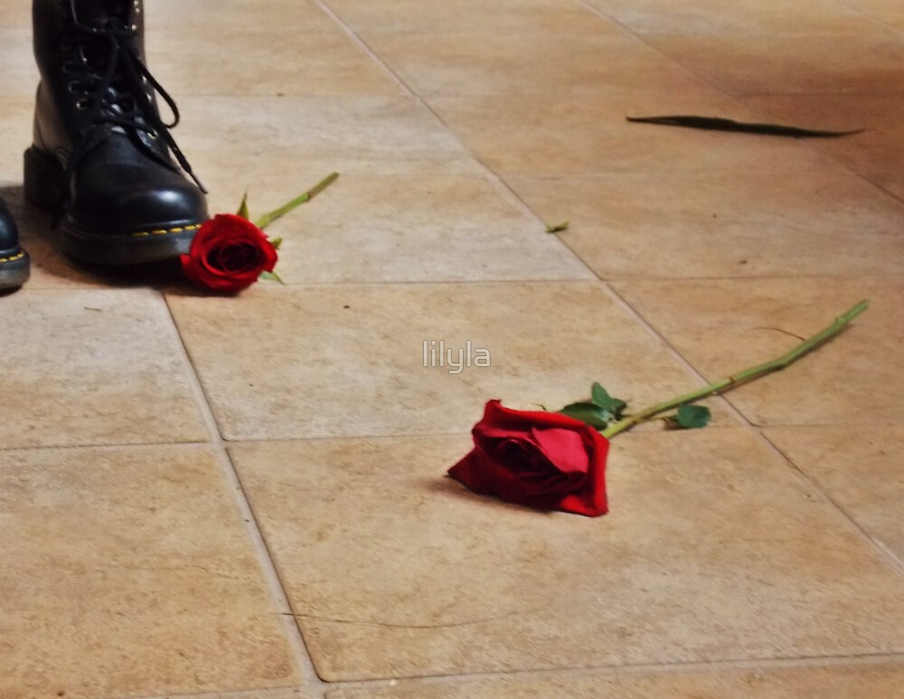 Boots and roses. by lilyla