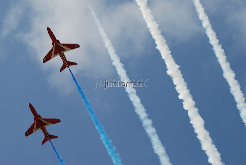 Red Arrows: Smokin' it by justbmac